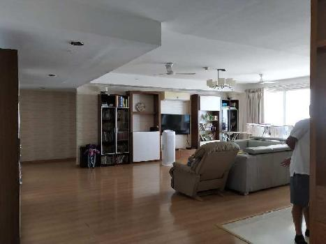 This is a 4 bhk + 1 servant room apartment is available for rent in Dlf belaire on Sector 54 ,Golf course road . This property available is Tower C