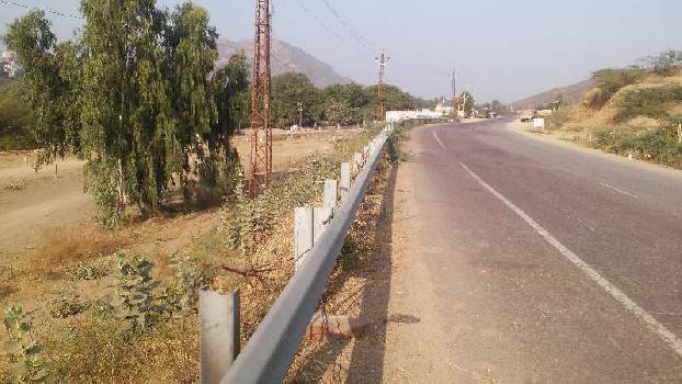 genral land on road near river