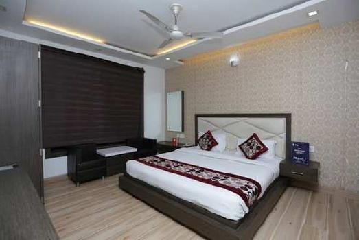 27 Rooms Hotel on lease/rent in Agra