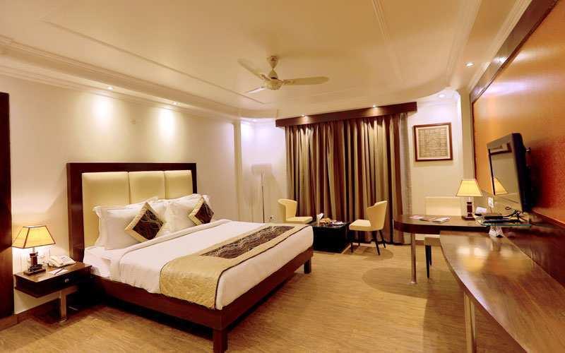 57 Keys, 4 Star Hotel for Sale in Haridwar near Har ki Paudi