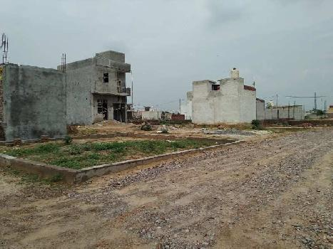Budgeted plots are available for sale at sneh vihar near maruti kunj road a very attractive location for made a dream home on it. Plot size is 135sq yards.